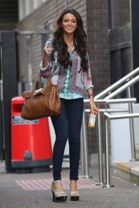 michelle_keegan_carries_mulberry_handbag